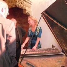 Petra Zdarska - predstavuje publiku cembalo / presents harpsichord to the public